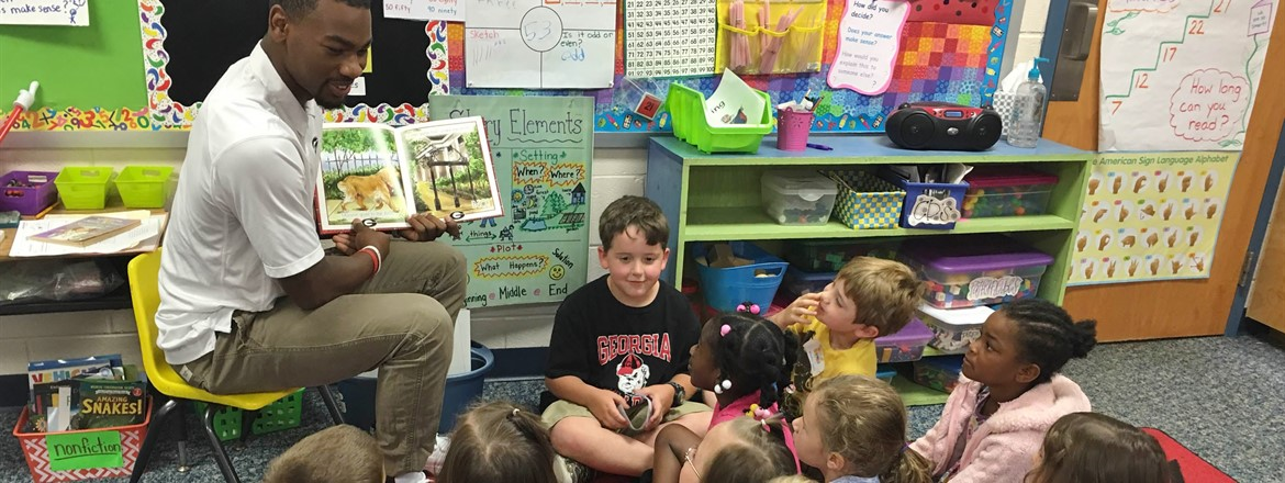 UGA - Terry Godwin reads to students