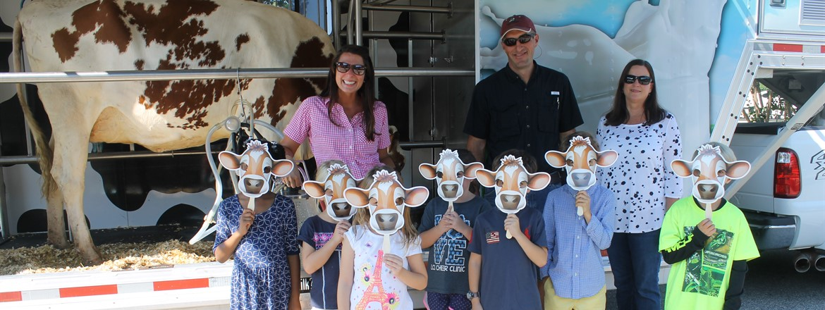 Mobile Dairy Visits Hillcrest Elementary