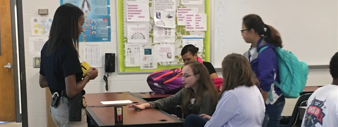 GBI Agent visits Medical Detectives class at GNMS