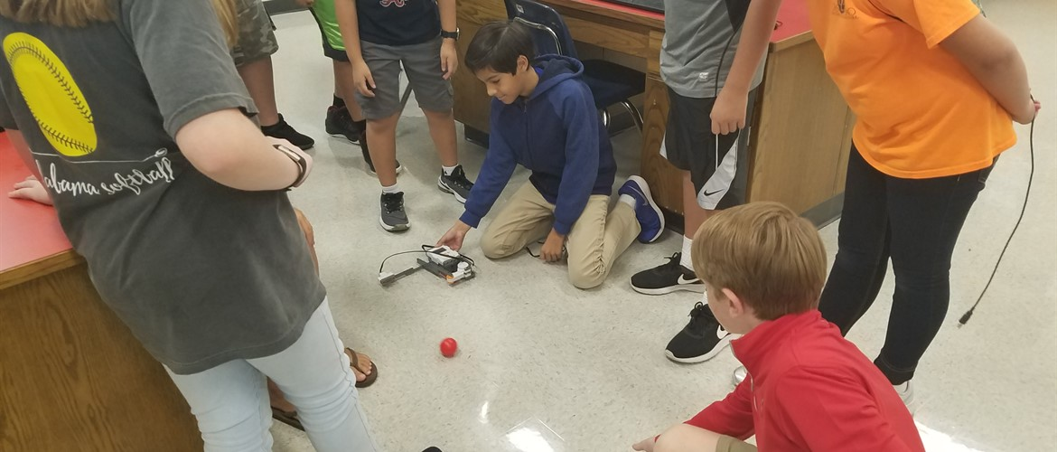 Ms. Huberdeau's class builds robots at GNMS!